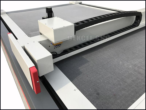 How to choose the oscillating knife cutting machine of good features for paperboard