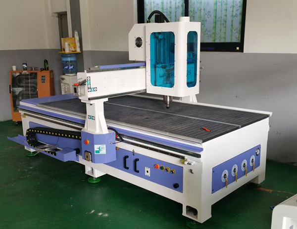 The guidance of water cooling spindle of wood cnc router cutting machine